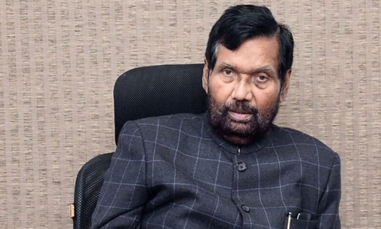 Photo of Ram Vilas Paswan's death makes Chirag's solo act in Bihar election an uphill battle