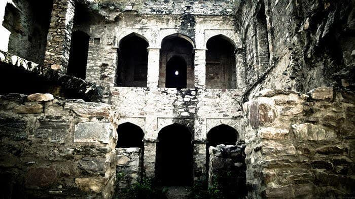 spooky places in Delhi to explore.