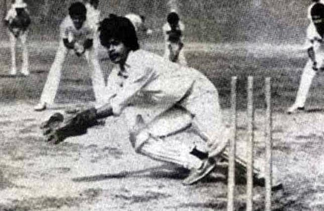 Shah Rukh Khan Playing Cricket In His Younger Days