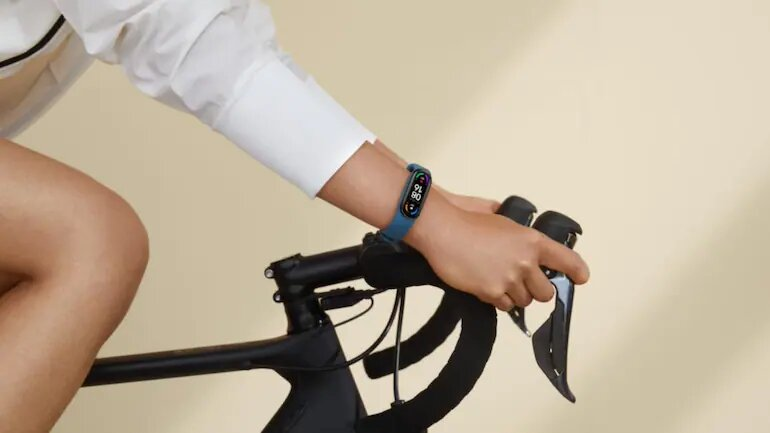 New fitness band comes with big screen , with features AMOLED display