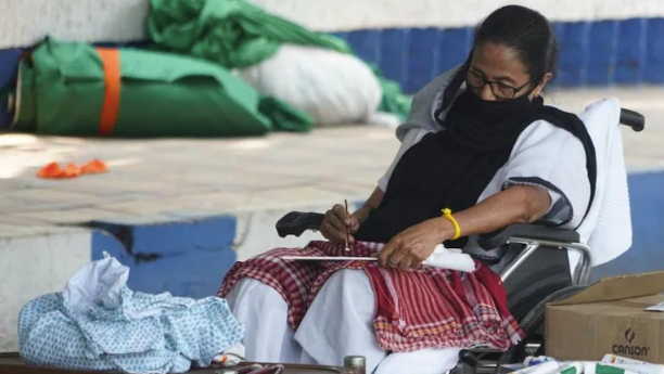 Mamata Banerjee, on dharna against EC's campaign ban, takes to painting