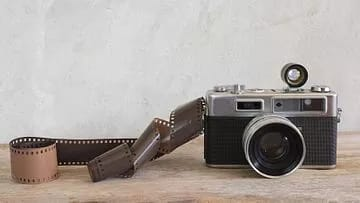 There is not a lot of selfie in 1 day, but a photo click was done by counting the camera with this reel.