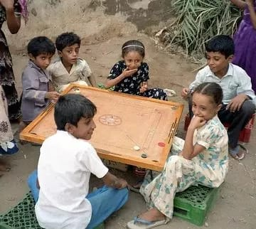 When four friends used to sit together, they used to enjoy carrom instead of PUBG.