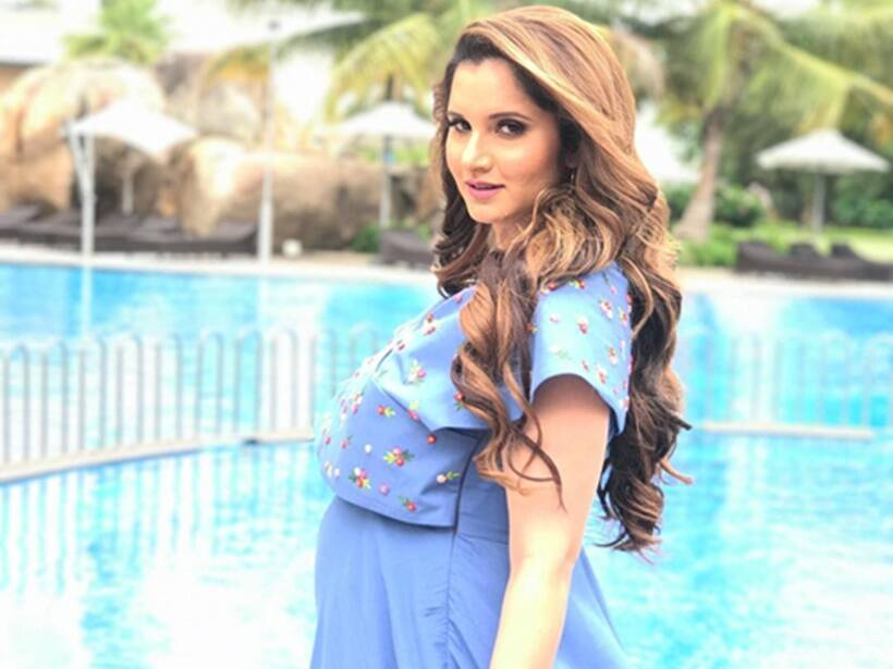 Sania Mirza Showing Her Baby Bumps