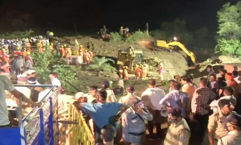 4 dead after 30 people fall into well while rescuing girl in MP's Vidisha, rescue ops on