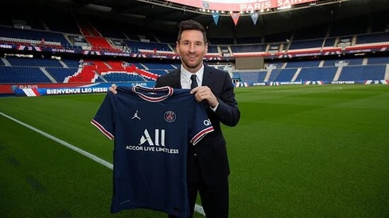 Lionel Messi signs 2-year contract with Paris Saint-Germain after leaving Barcelona